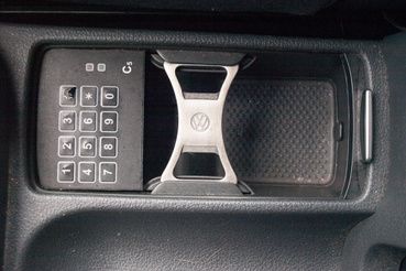És dobpergés... A valaha volt leghasznosabb extra: a VW-logós sörnyitó