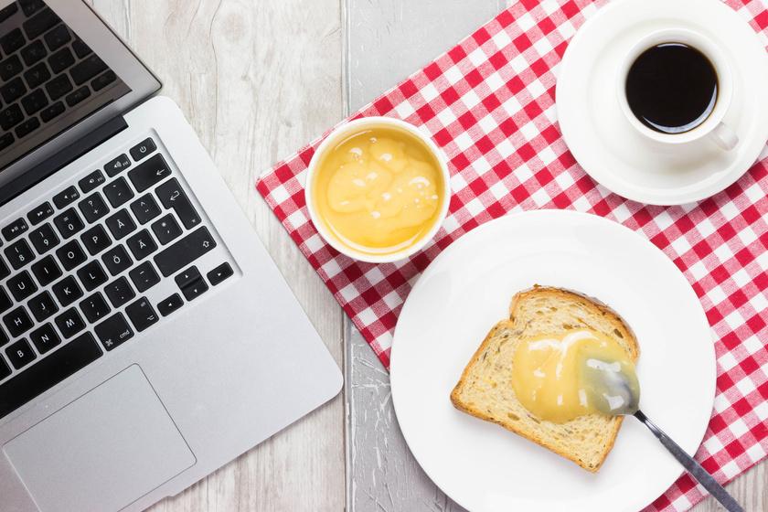 laptop-reggeli