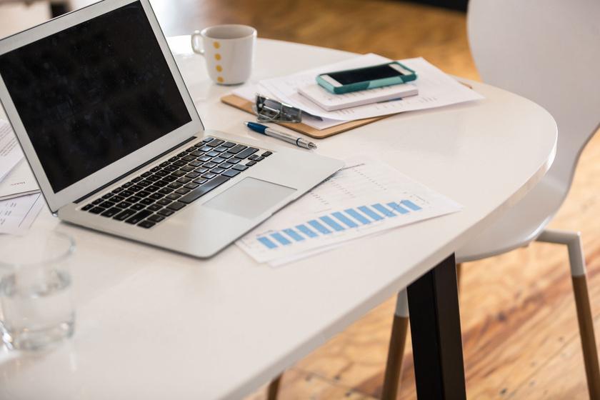 Laptopmonitor tisztítása: hogy végezd helyesen, ha szeretnéd, hogy hosszú életű legyen?
