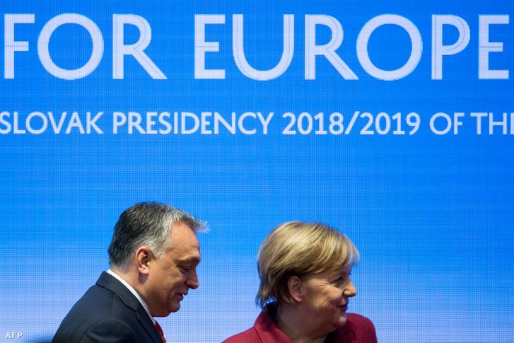Orbán Viktor és Angela Merkel a visegrádi országok a V4 és Németország csúcstalálkozóján Pozsonyban