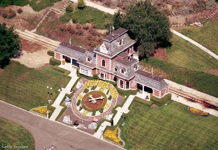 Jacko világa: a Neverland birtok egyik épületének légifelvétele 2001. június 25-én