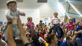 Mivel lepik meg Orbánék a magyar családokat?