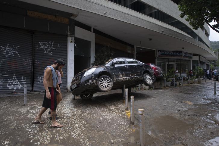 Vihar utáni utcakép Rio de Janeiróval szomszédos Sao Conradoban 2019. február 7-én
