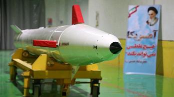 Irán megint bemutatott egy új ballisztikus rakétát