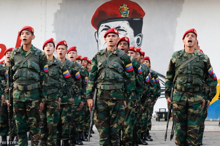 Venezuelai katonák egy Maracayban megrendezett ünnepségen 2019. február 4-én
