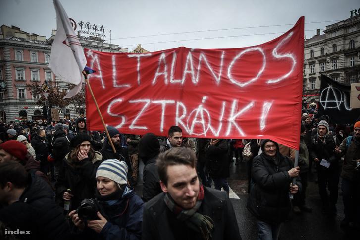 A túlóratörvény elleni egyik tüntetés 2019. január 5-én
