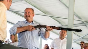 Még váratnak magukra a magyar fegyverek
