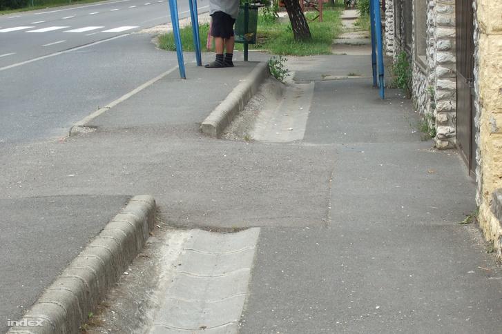 Buszmegálló járdasziget