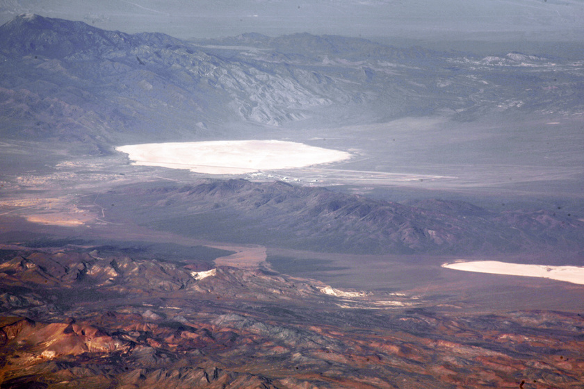 A Groom-tó kiszáradt medrében működik a titkos bázis.