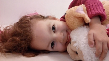 Letaglózta a családot, hogy a kislány gyógykezelése 138 millió forintba kerül