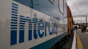 Konfliktus, rendőr, kihallgatás, rosszullét, mentő volt a sorrend a MÁV egyik intercityjén