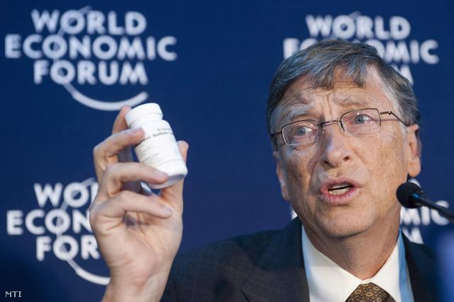 2012. január 26. Bill Gates az AIDS, Tuberkulózis és Malária Ellen Küzdő Globális Alap rendezvényén, a 42. Világgazdasági Fórum második napján, a svájci Davosban. Gates a jótékonysági alapítványán keresztül 750 millió dollárt adományoz a globális alap javára.