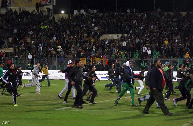 Legalább hetven ember életét vesztette szerda este az egyiptomi Port Szaid egyik stadionjában. Több százan megsebesültek.