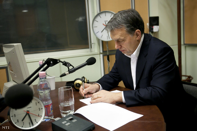 Orbán Viktor a Magyar Rádió stúdiójában, az MR1-Kossuth Rádió 180 perc című műsorában.