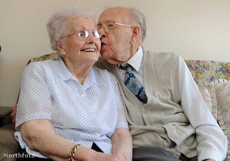 Robert és Susan Erskine. 75 éve házasok