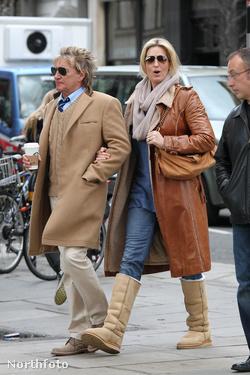 Rod Stewart és Penny Lancaster Londonban, 2012. január