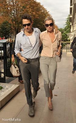 Jamie Hince és Kate Moss Párizsban, 2009.  október