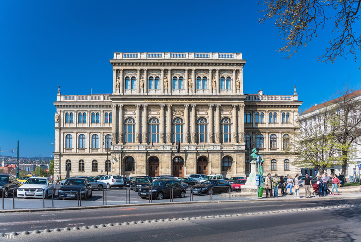 "Headquarters of the Hungarian Sciences Academy in the 5th district of Budapest, under Széchenyi István 9 9 data-image_width = ""727"" data-image_height = ""488"