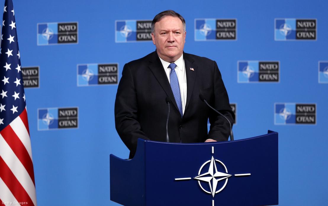 Mike Pompeo a NATO-országok külügyminisztereinek brüsszeli találkozóján, 2018. december 4-én
