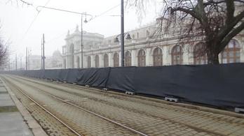 Fekete kordonnal zárták el a Várkert Bazárt az évértékelő miatt