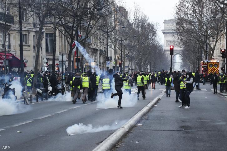 Tüntetés Párizsban 2019. február 9-én.