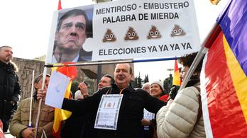 Tömegtüntetés Madridban: előrehozott választásokat követeltek