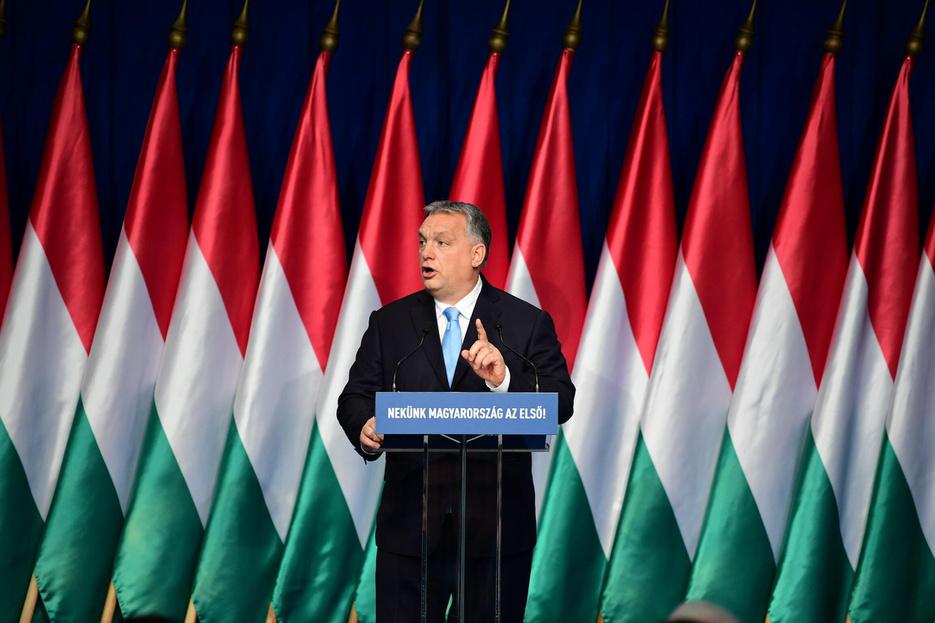 Orbán kétszer kéthetes külföldi utat ígér az iskolásoknak