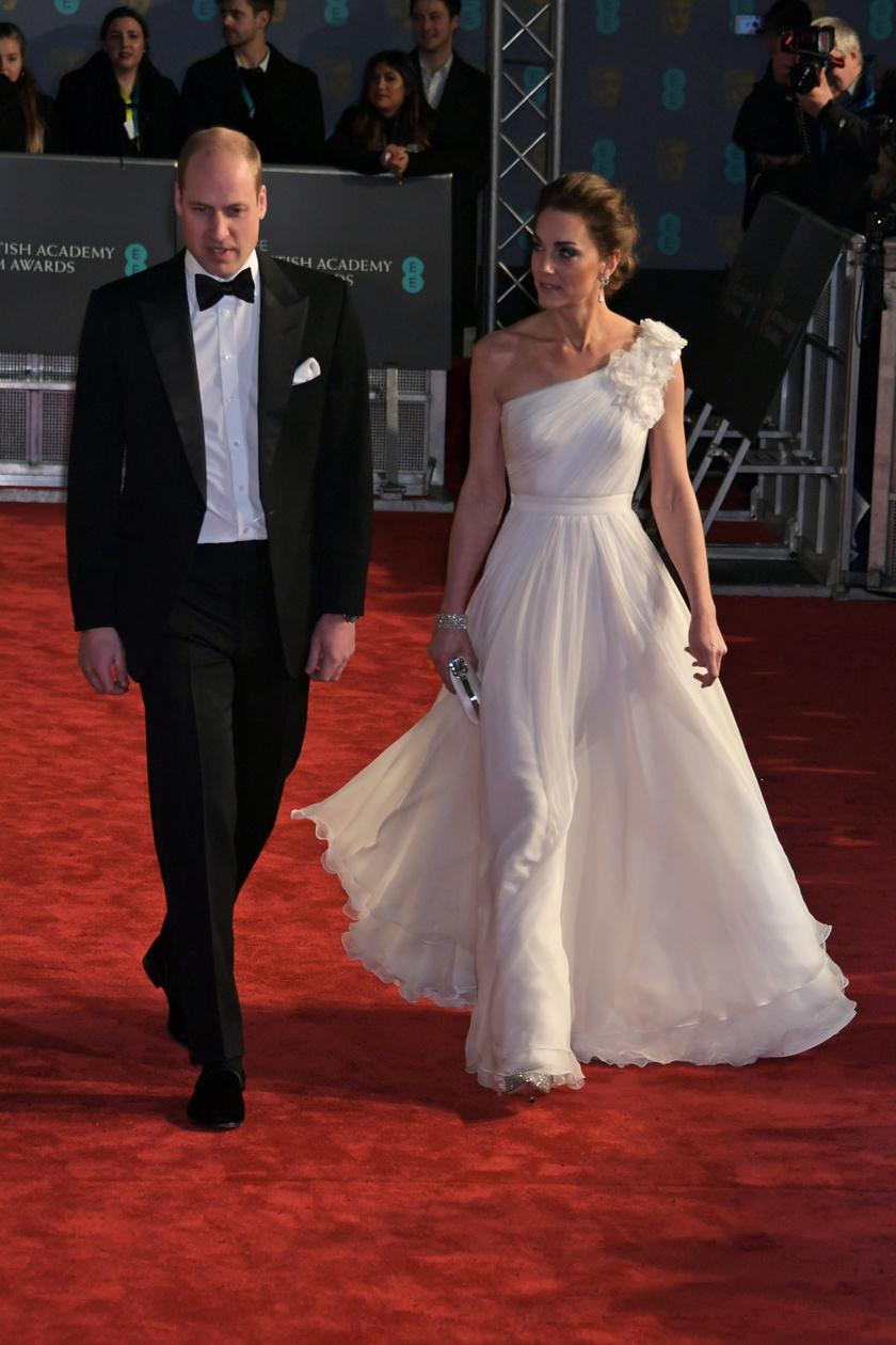 Katalin hercegné estélyi ruhája telitalálat: fantasztikusan állt neki ez az aszimmetrikus dizájnerdarab.