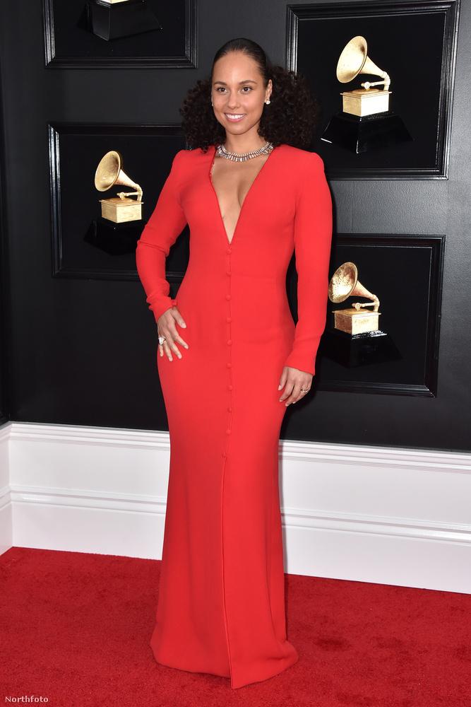 Jennerrel szemben Alicia Keys ruhája nem volt szuperizgalmas, de legalább színes volt és ezt szeretjük.