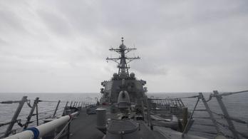 Amerikai rombolók a Dél-kínai-tengeren