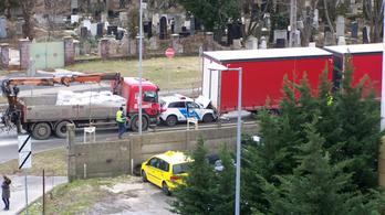 Rendőrautó szenvedett balesetet Óbudán