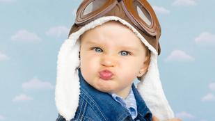 Ezért sírnak a babák a repülőn