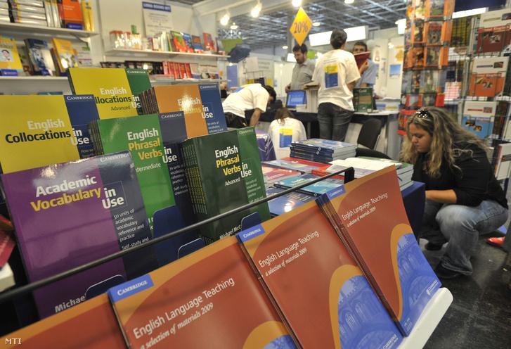 Nyelvkönyvek a nyelvtanulási lehetőségek kiállításán