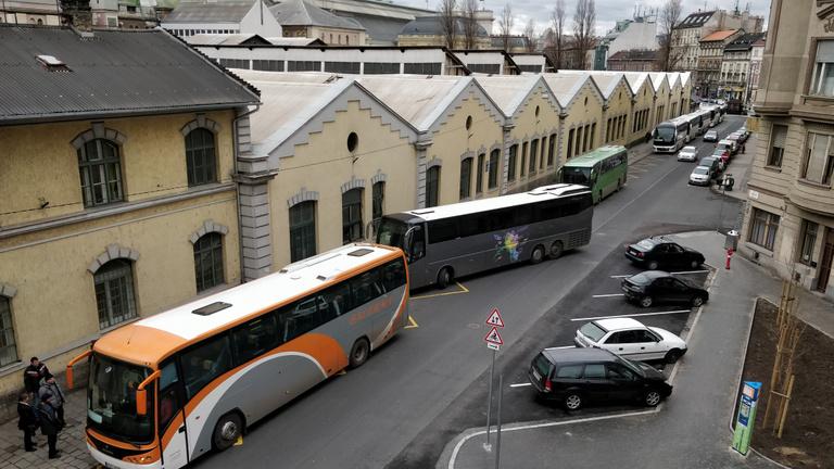 Kaptak egy buszpályaudvart a Verseny utca lakói