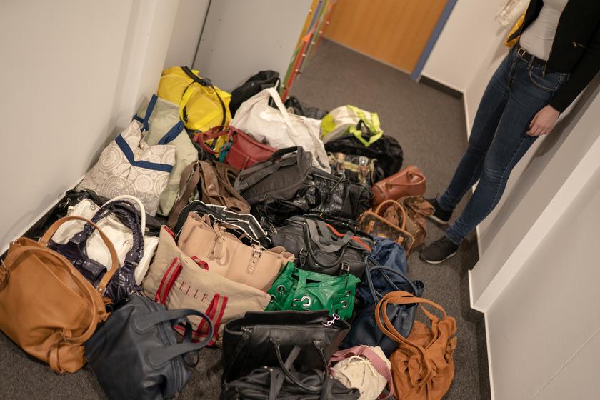 A Femina.hu, a Retikül.hu, a Dívány.hu és a Só&Bors szerkesztőségeiben összesen 45 darab, higiéniai kellékekkel megtöltött táska gyűlt össze.