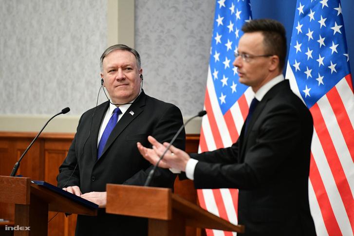 Mike Pompeo amerikai külügyminiszter (b) és Szijjártó Péter külgazdasági és külügyminiszter