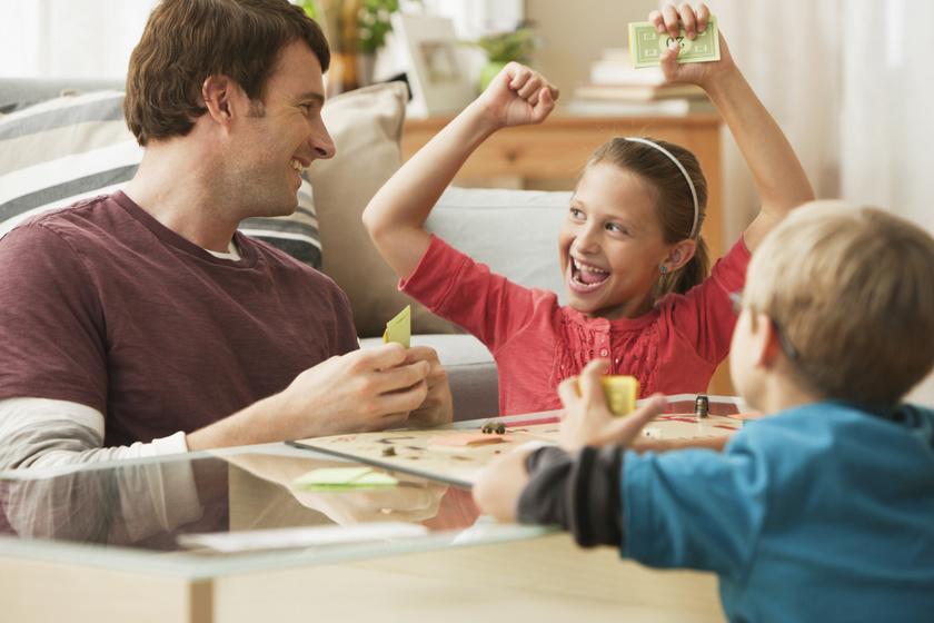 gyerekek család társasjáték