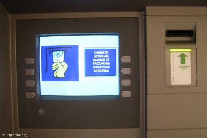 Llatin képernyője van az ország egyetlen bankautomatájának