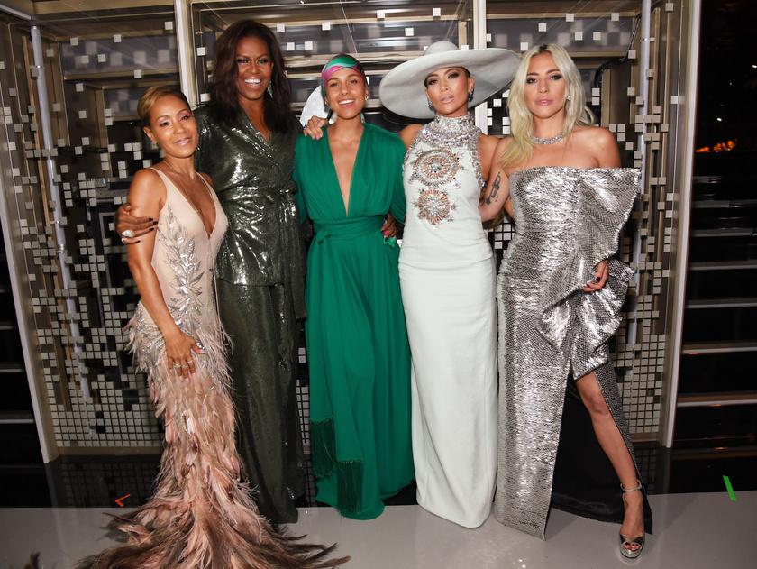 Illusztris társaság gyűlt össze a Grammy-gála színpadán.