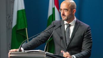 Kovács Zoltán szerint ésszerűtlen lenne kizárni a Fideszt a Néppártból