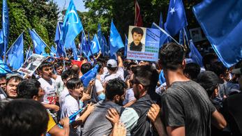 Eltűnt ujgurok fotóival lett tele a Twitter