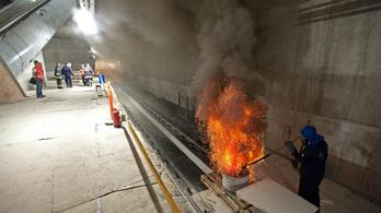 Pár napig újra füstölni fog a 3-as metró