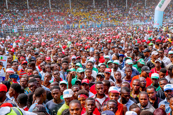 2019-02-13T011035Z 896030779 RC13E47F44B0 RTRMADP 3 NIGERIA-ELEC