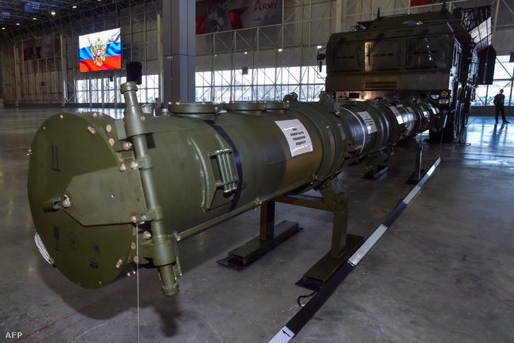 Az orosz védelmi minisztérium tisztviselői 2019. január 23-án mutatták be az orosz 9M729-es Cruise rakétát