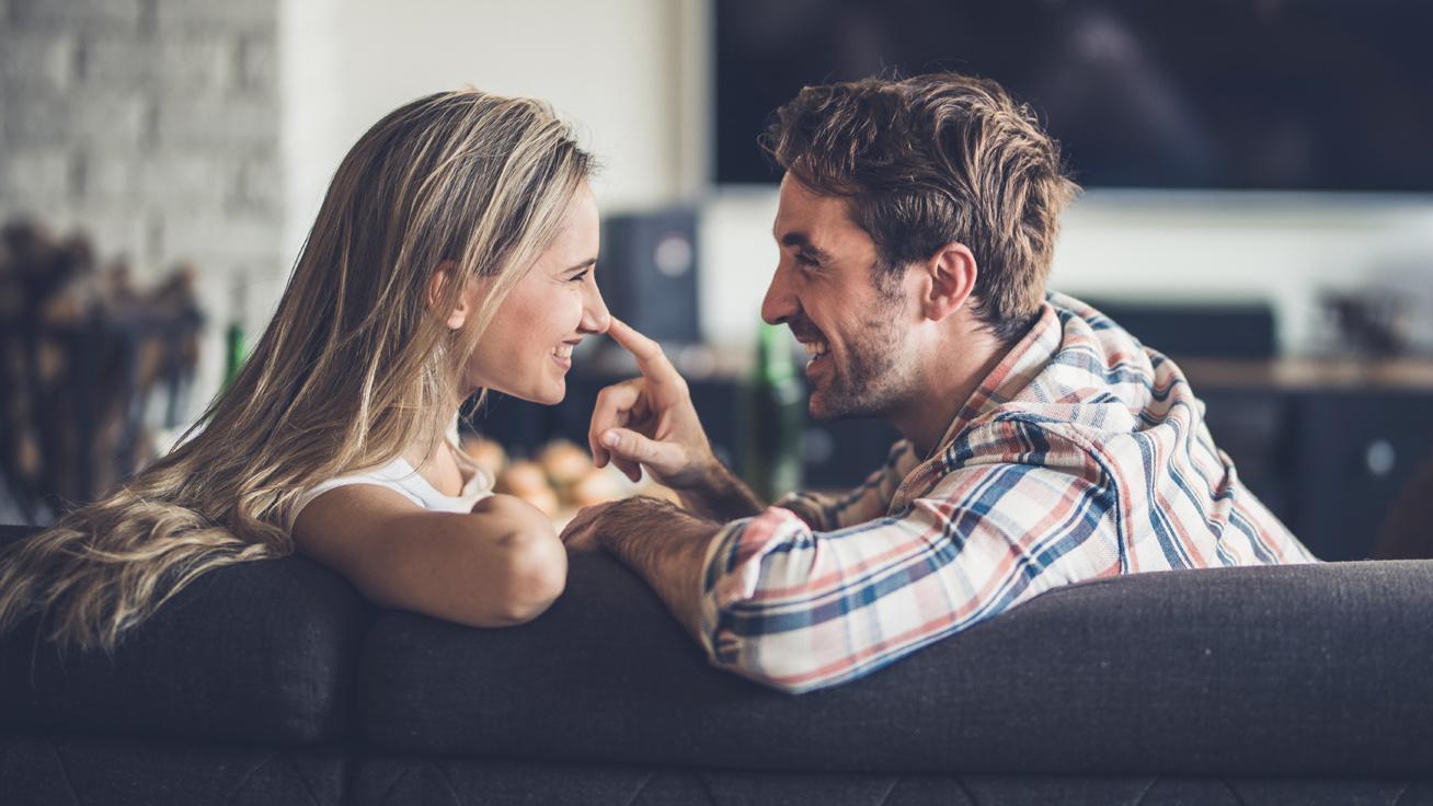 A randevú azt jelenti, hogy barátja és barátnője vagy?