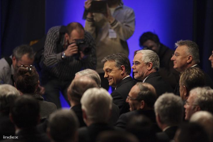 2012. február 7. Orbán Viktor miniszterelnök hagyományos évértékelője előtt a budapesti Millenárison