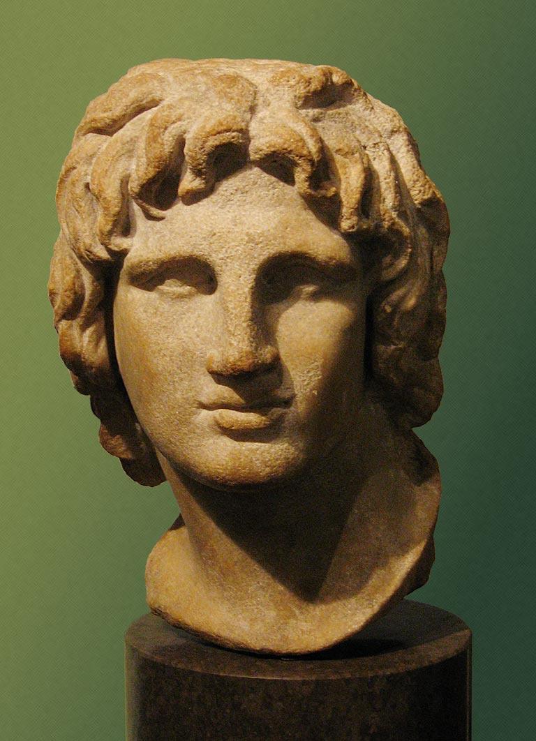 Nagy Sándort ábrázoló márvány szobortöredék az egyiptomi Alexandriából, a 2-1. századból. Hellén alkotó munkája.