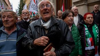 Far-hát kommandónak nevezte a Jobbik nyugdíjas támogatóit