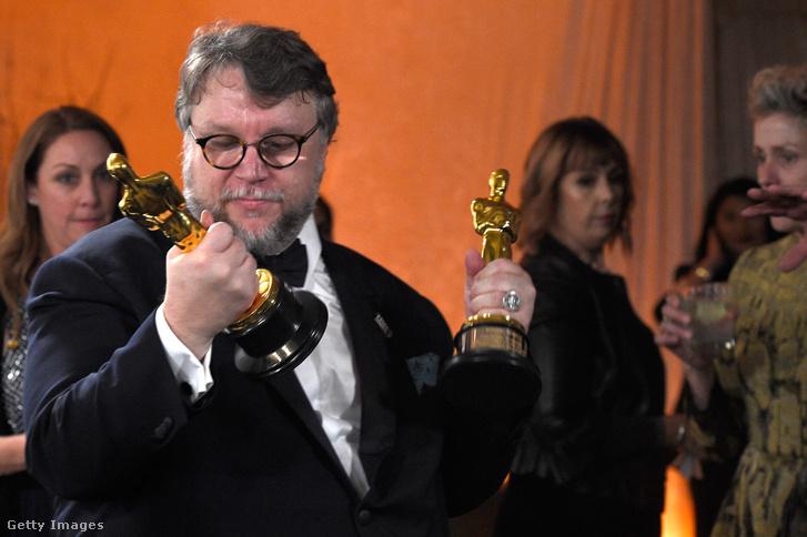 Guillermo del Toro a két Oscar-díjával.