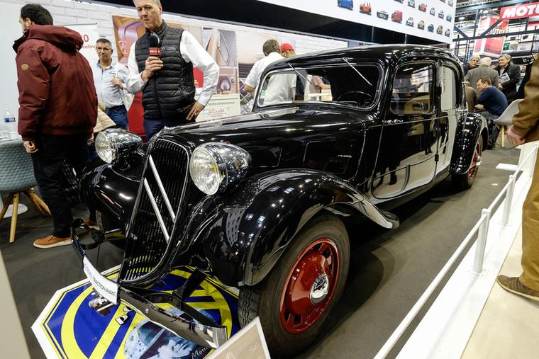 A Traction Avant (azaz elöl húz/hajt) volt az első, igazán forradalmi konstrukció a Citroentől